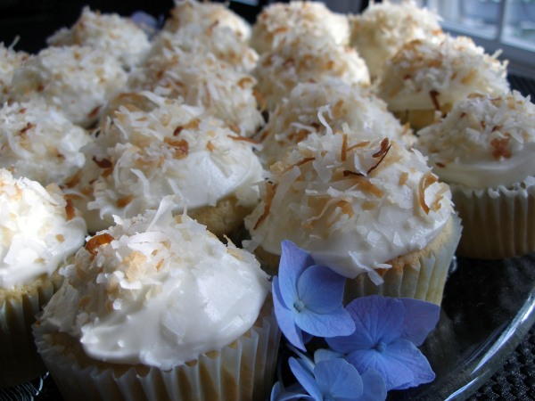 Coconut Cupcakes filled with Lemon Curd
